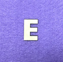 Raidė E (3 cm, 8 šriftas)
