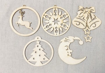 Burbulų rinkinys Kalėdinės dekoracijos 10cm (5 vnt)